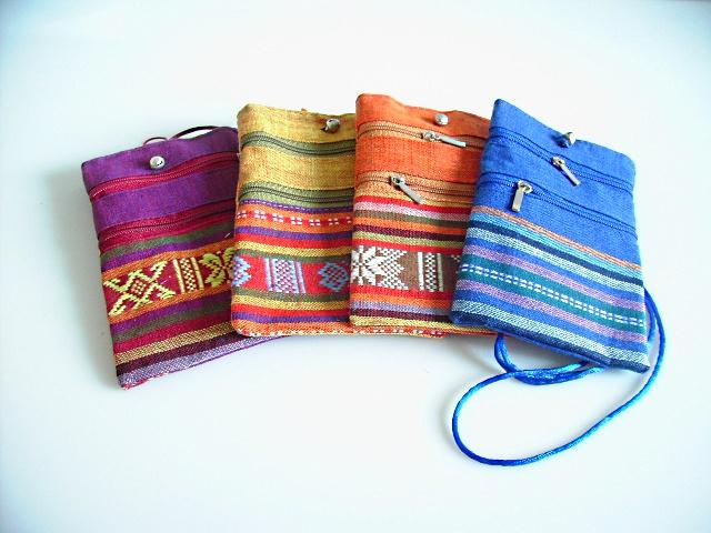 petite pochette en tissu ethnique sacs et porte monnaie pochettes les couleurs du vietnam. Black Bedroom Furniture Sets. Home Design Ideas